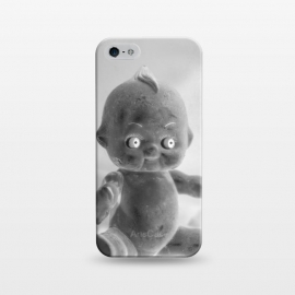 iPhone 5/5E/5s SlimFit Hug me! by Dellán (doll,creepy,funny,grungre,black and white,selfie,toy,classic toy,vintage,retro,hug,love,photography,cute,spooky)