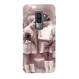 Galaxy S9 plus  Cute Retro Girls With Flowers by  (Vintage, Retro, Gift, old fashioned, Nostalgic, romantic, Nostalgia, Postcard, mail, children, kid, childhood, girl,Flower,Bouqet,pretty,friends,best friends,girlfrieds,cute,neat)